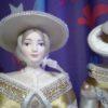 Светская дама в прогулочном костюме. Конец 18-го – начало 19 века. Фарфоровая кукла сувенирная. 3946